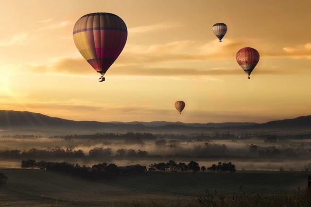 Få en oplevelse for livet med en ballonflyvning